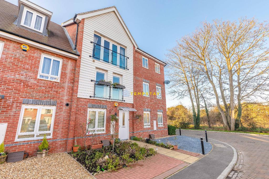Edgeworth Close, Langley, SL3 7BS