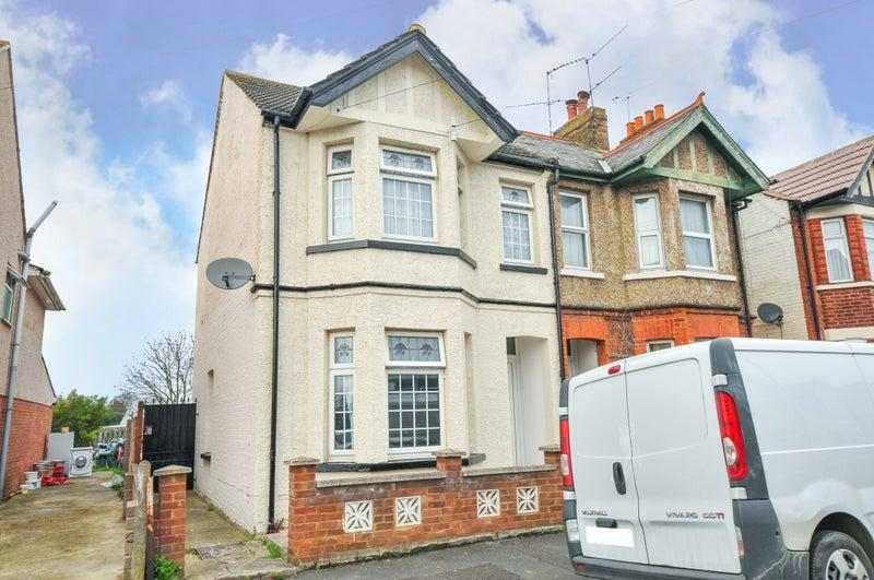 Henry Road, Slough, SL1 2QL